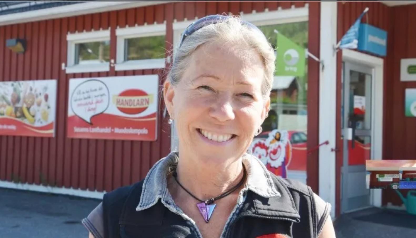 Susanne Svennemyr, som driver Handlar'n i Muodoslompolo, har visioner om att i samarbete med Pajala kommun få igång en digital hubb, en digital mötesplats i färdiga lokaler i byn. Foto: Hasse Mella Stenudd